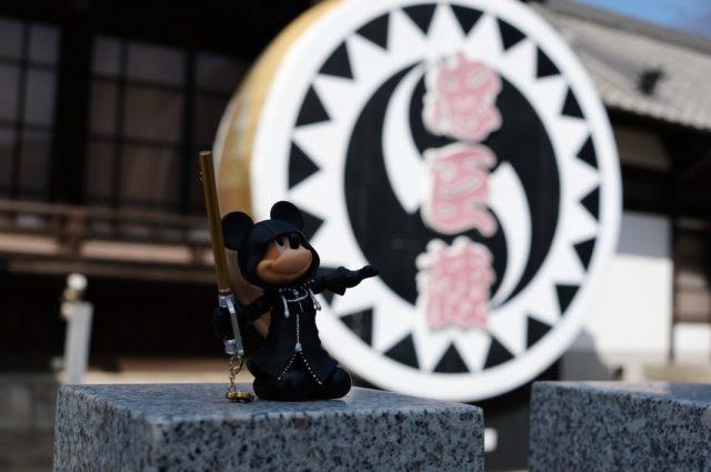 大石神社とミッキー